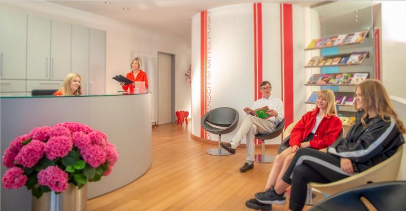 selmair_waitingroom.jpg.03a5fa5d9f2ca74e