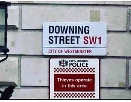 thieves.jpg.e5ef8a43b50339cfb317cd4bd3cb