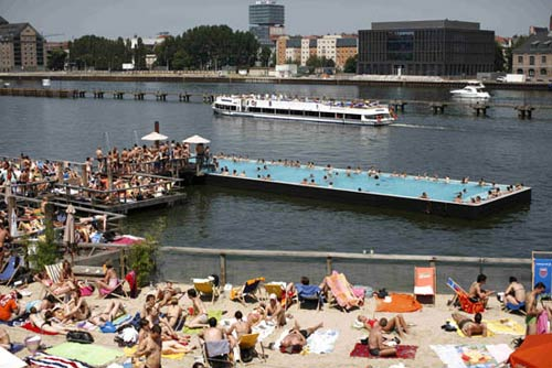floating swimming pool in berlin life in berlin toytown germany. Black Bedroom Furniture Sets. Home Design Ideas